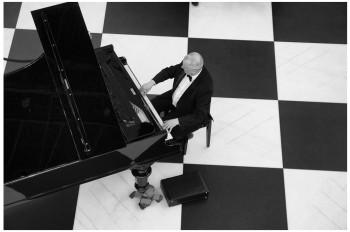 Koncert fortepianowy na Szachownicy – Stary Browar
